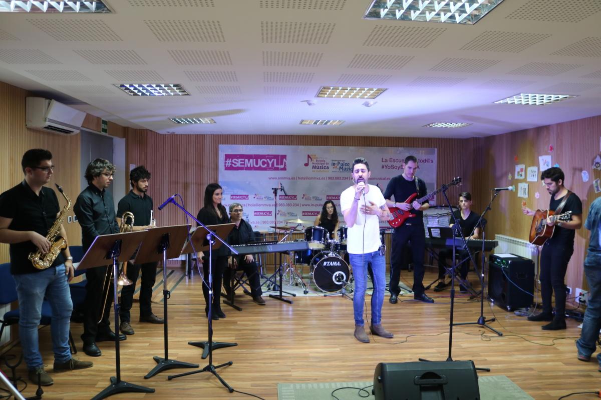 Alex Ubago en la Escuela Municipal de Música de Valladolid